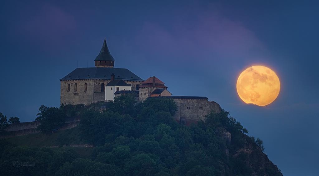 Pre-Solstice Penubral Lunar Eclipse
