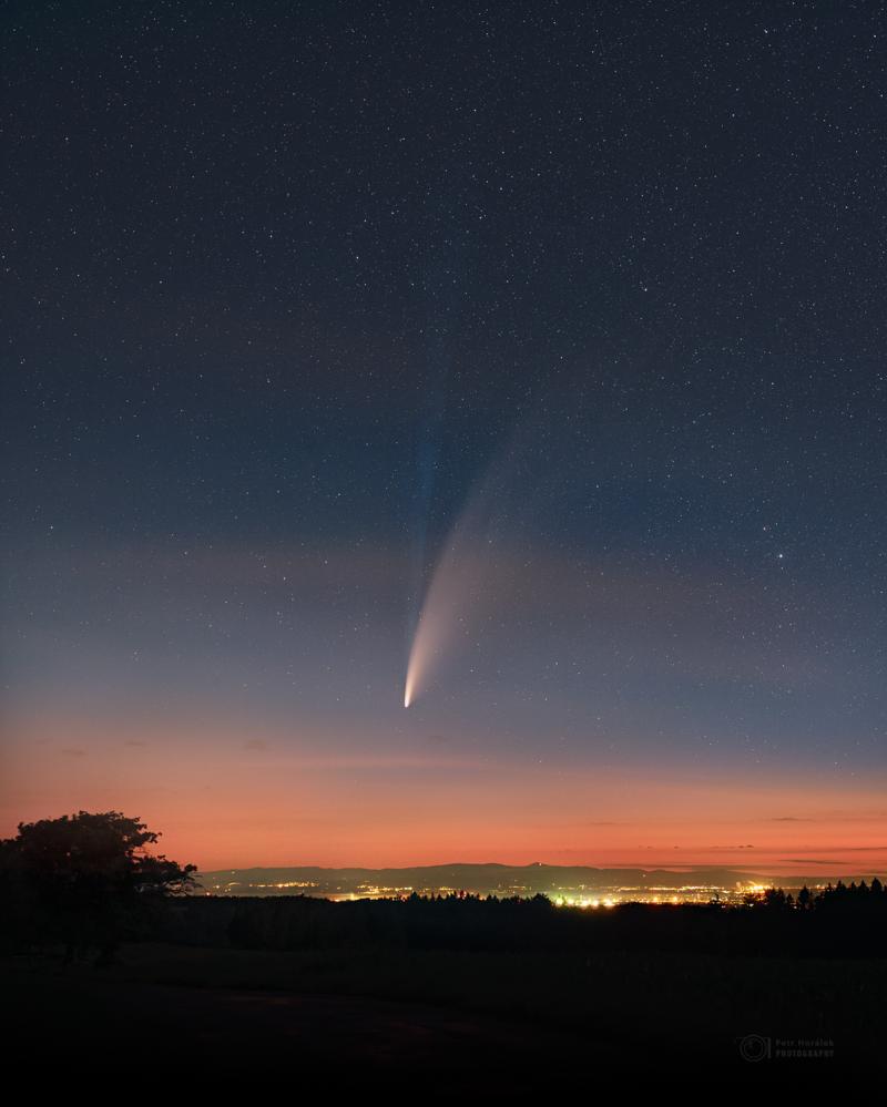 Comet Meets the Cities